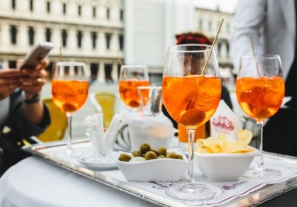 kaboompics_Aperol Spritz is a cocktail consisting of prosecco, aperitif and soda water