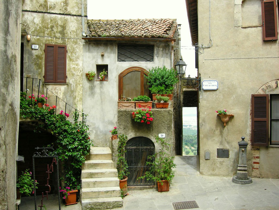 Top fairytale towns to visit in tuscany for Grand jardin wine