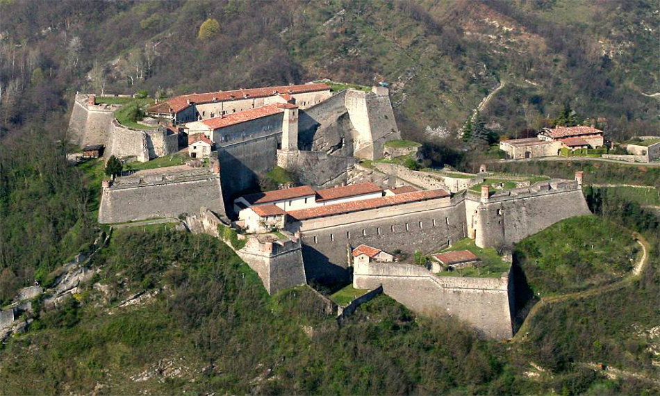 Fortress of Gavi. Photo © Villa Sparina