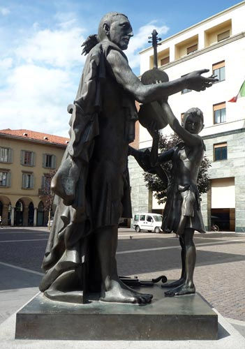 cremona-statue