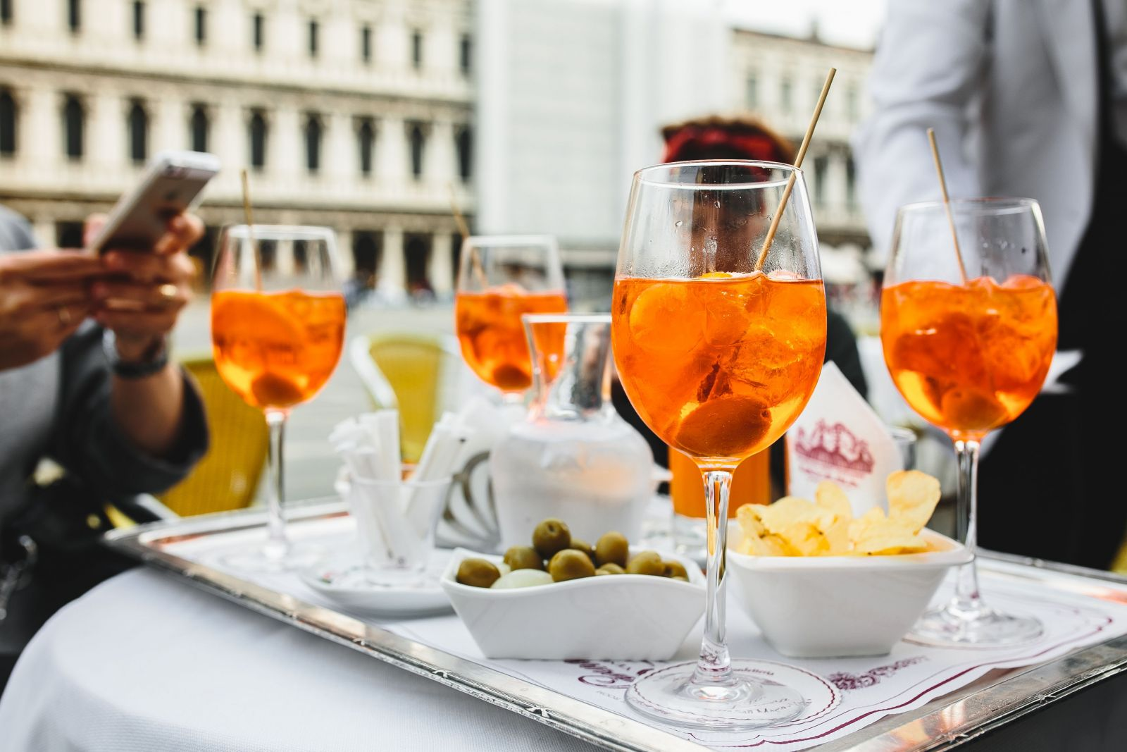 Master the art of the italian aperitivo with our guide for Cocktail apero