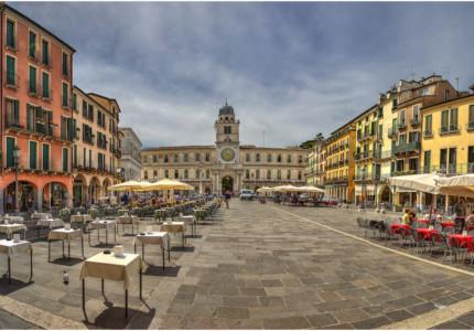 A Piazza in Padua - © Klaus Kherls