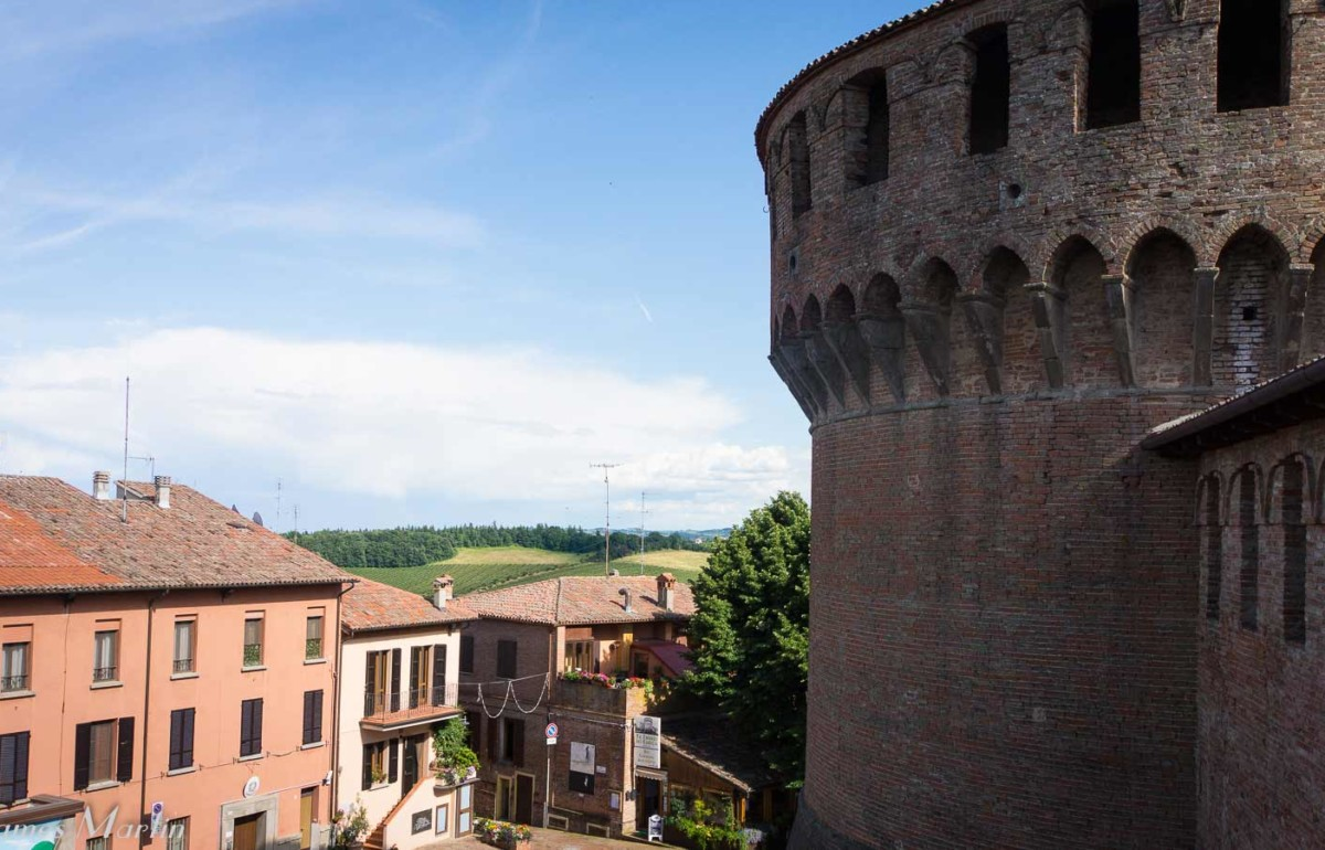 a close up of the castle in Dozza, one of the art cities in Emilia-Romagna